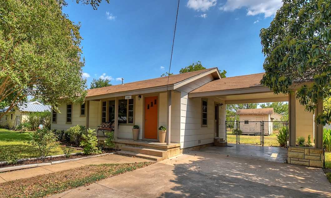 1104 E Sandstone Street, Llano, TX