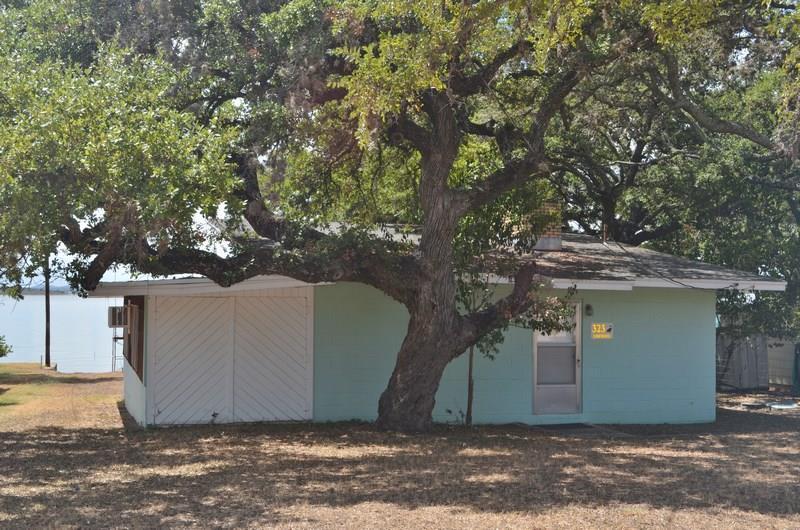 323 Lakewood Dr., Burnet, TX